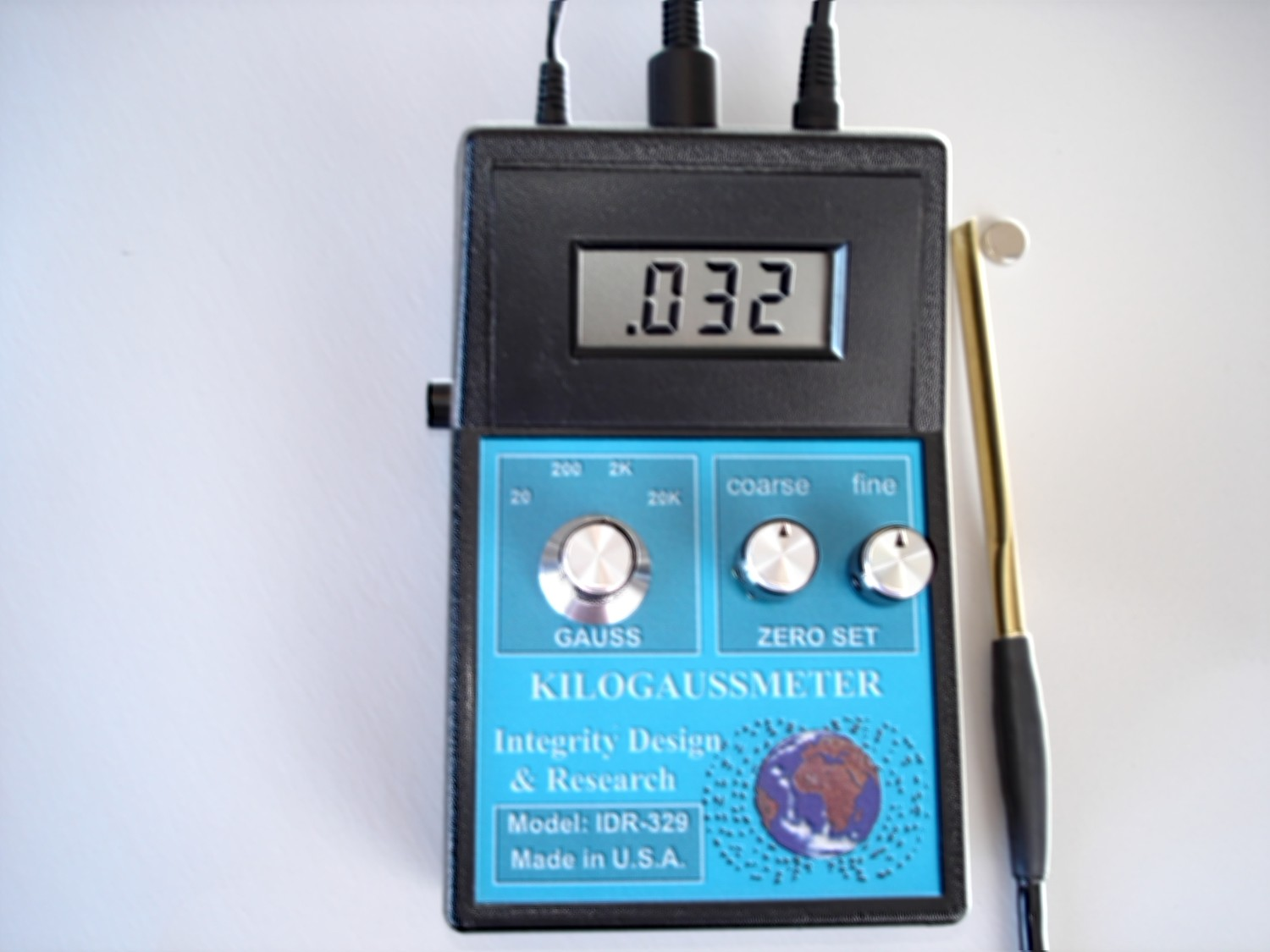 A picture of the DC hall-effect gaussmeter IDR-309-T, magnet measurement